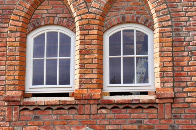Okna łukowe front