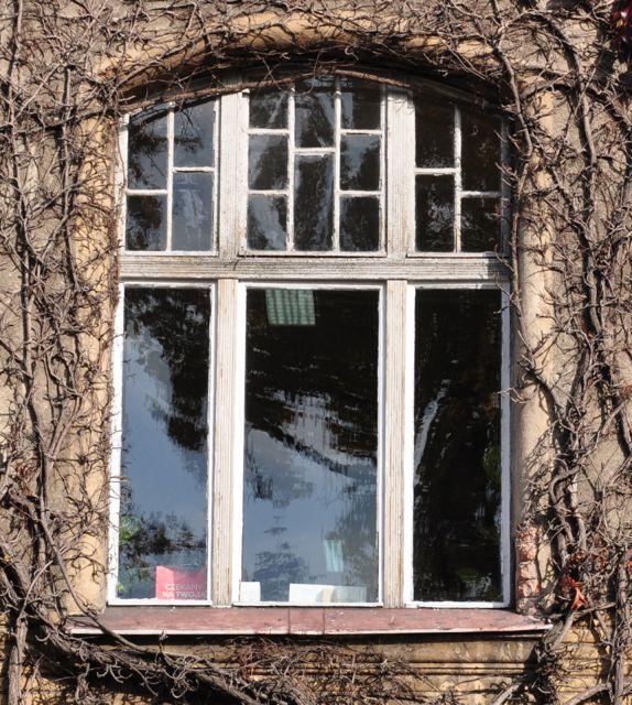okno łukowe ze szprosami